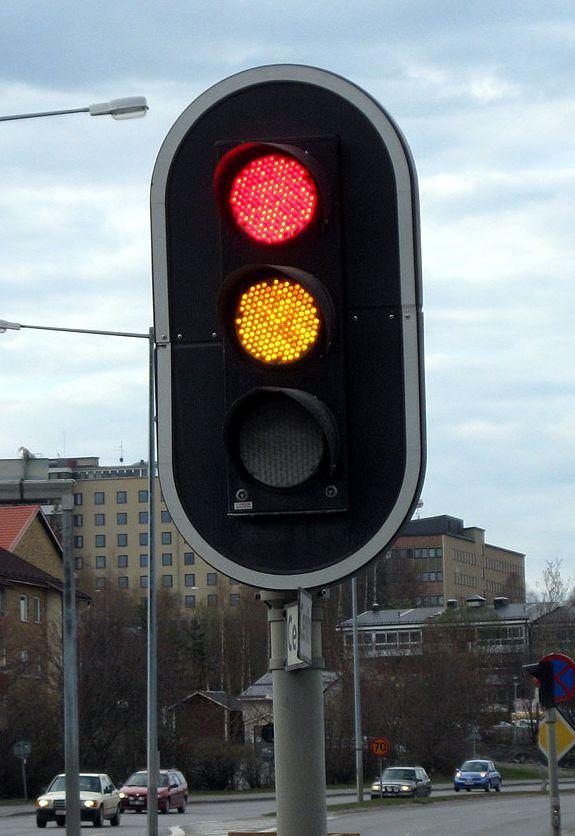 Stejně tak, jako nám semafor pomáhá, vyhnout se nehodám, dal nám Bůh zákon deseti přikázání proto, aby nás chránil.