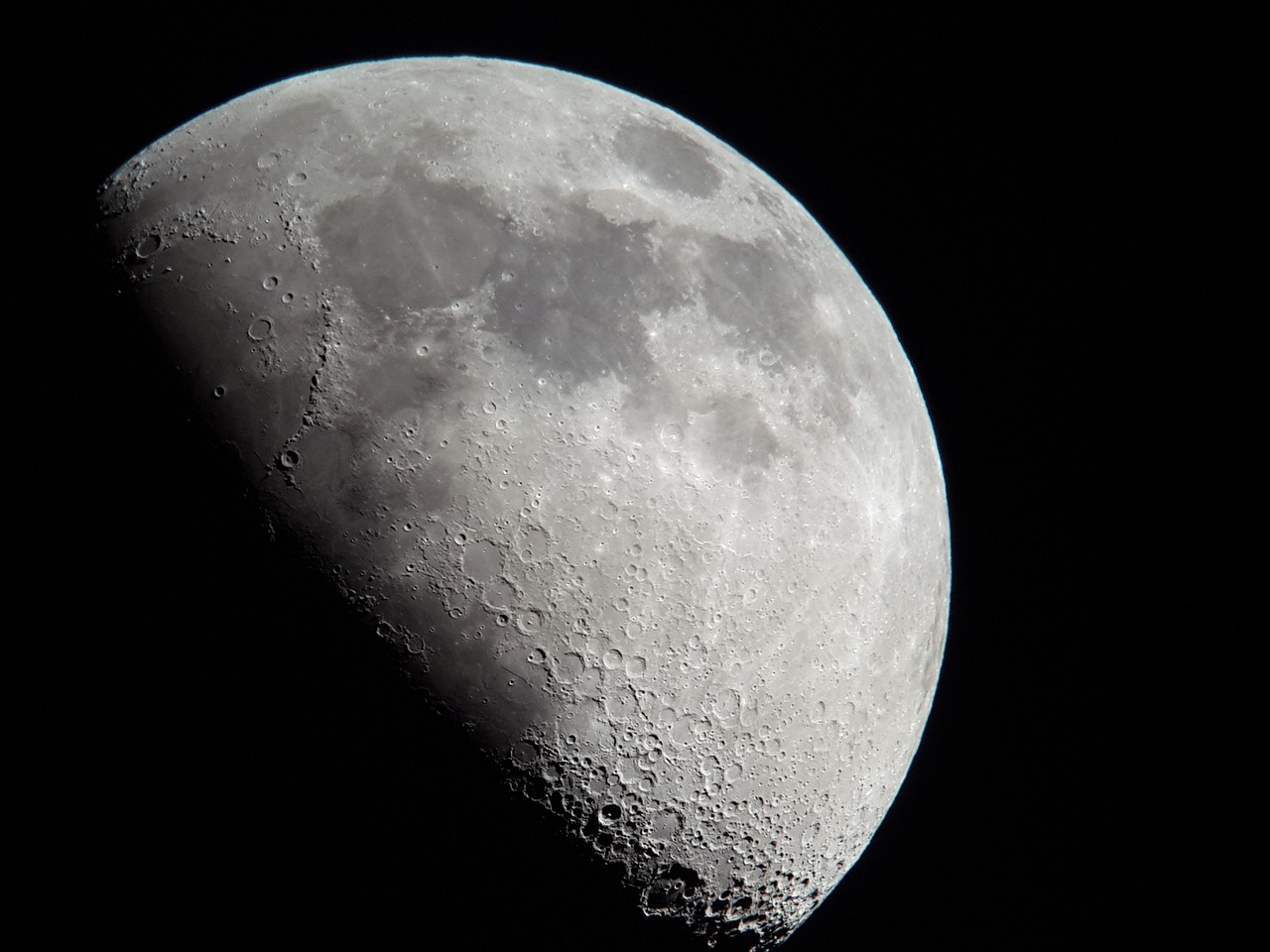 half-moon-986269_1280